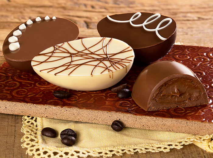 trio de ovos de chocolate decorados